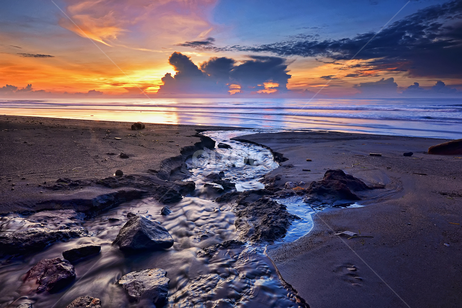 Manyar Beach by Hendri Suhandi - Landscapes Sunsets & Sunrises