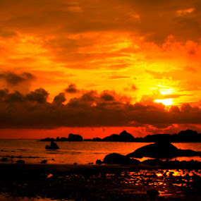 Other side of Parai Beach by Zlatan Dawamovic - Landscapes Sunsets & Sunrises