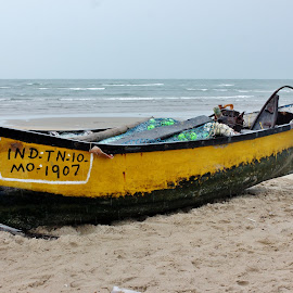 Taking rest.. by Anoop Namboothiri - Transportation Boats ( sand, anoop namboothiri, sea, yellow, rest, beach, boat,  )