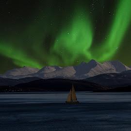 Aurora Borialis by Bjørn Bjerkhaug - Landscapes Starscapes
