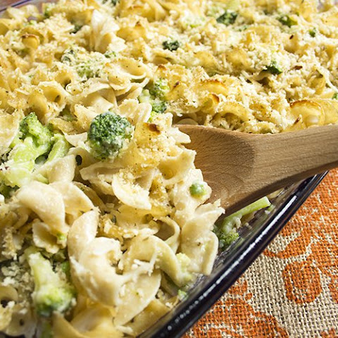 Skinny Baked Mac and Cheese with Broccoli