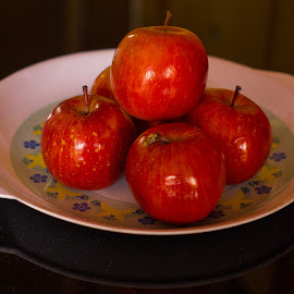 Apples by Shashi Kotte - Food & Drink Fruits & Vegetables ( bunch of fruits, close up, fruit, red fruit, fruits on a plate, plate, apple, more than three, more than one, more than 3, healthy, shining, ripe, apples )