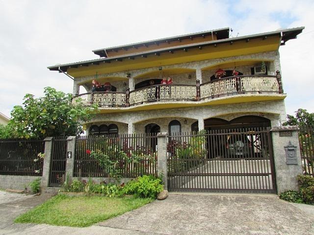 Sobrado à venda  no Glória - Joinville, SC. Imóveis