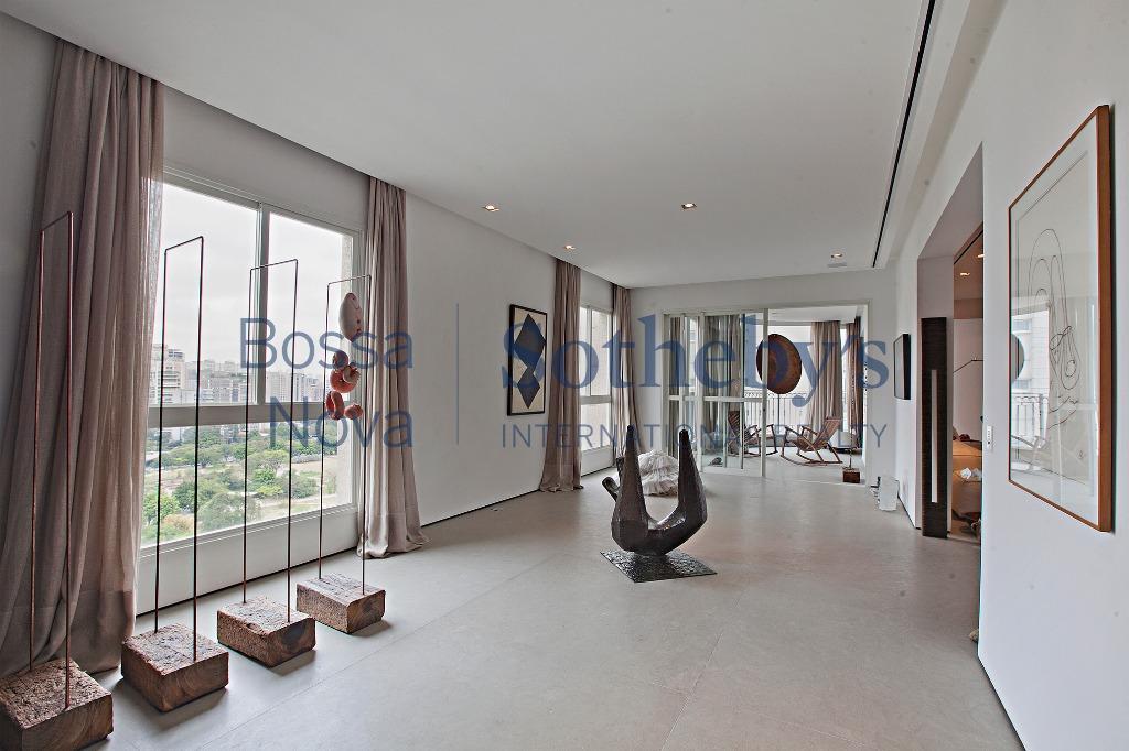Apartamento excepcional com reforma impecável na melhor localização do Jardim Paulistano