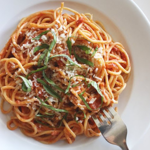 Spaghetti With Greek-Yogurt Tomato Sauce