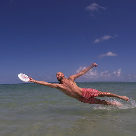 Going ho for the grab by Eric  Adamski - Sports & Fitness Other Sports ( water, grab, splash, disk, layout, dive, catch, going ho, sea, beach, ocaen, disc )