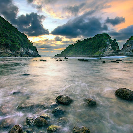 The Atuh Beach by Adhitya Sutrisno - Landscapes Waterscapes ( visitnusapenida, bali, indonesia, cliff, seascape, beach, landscapes )