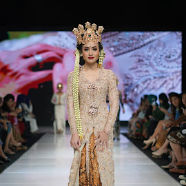 by J W - People Fashion (  )