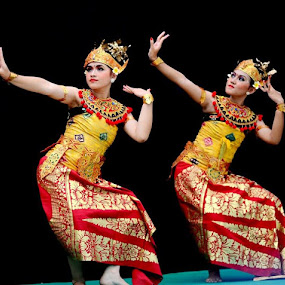 Tari Pendet from Bali.. by Dwi Ratna Miranti - News & Events Entertainment
