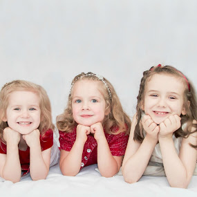 Cute cousins by Jenny Hammer - Babies & Children Child Portraits ( youngest to oldest, girls, cousins, cute, portrait )
