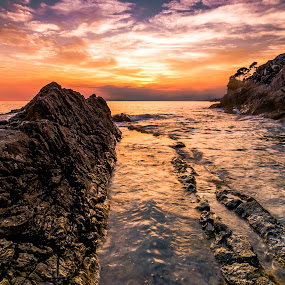 Waterscape at sunset by Luca Rosacuta - Landscapes Waterscapes ( sunset, sea, seascape, landscape, rocks )