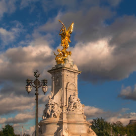 Victoria Memorial by Abhishek Nag - Buildings & Architecture Statues & Monuments ( winged victory, prime lens, london, monument, st. james park )