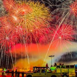 Ohio River Sternwheel Festival Fireworks by Domingo Washington - Public Holidays July 4th (  )