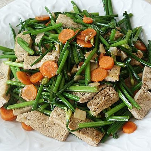 Stir-Fried Garlic Chive Flowers with Frozen Tofu (韮菜炒凍豆腐)