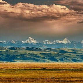 นึกๆก็ลำบาก นึกๆเข้าไปอีกก็อยากกลับไปอีกแผ่นดินจีนอันยิ่งใหญ่ แม้นว่าปัญหาเรื่องห้องน้ำจะแก้ไม่หายแต่ธรรมชาติบนแผ่นดินจีนช่างยิ่งใหญ่เหลือเกินI miss you Xinjiang, China by Vorravut Thanareukchai - Landscapes Travel