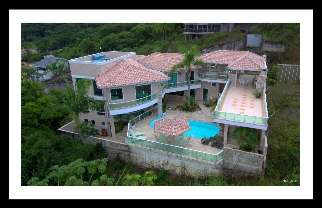 belissima casa a venda em itapema
