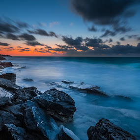 Quiet time before sunrise by Éric Senterre - Landscapes Waterscapes ( clouds, waves, soleil, cayo largo, sunrise, lever, sun, cuba, olé playa blanca )