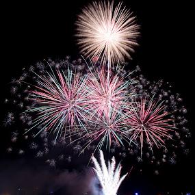 Dubai Fireworks by Ehrwynth Mhartin - Abstract Fire & Fireworks ( dubai, fireworks, eid 2012, creek park, banyas )