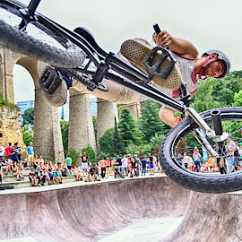 Keen Stunts by Marco Bertamé - Sports & Fitness Other Sports ( flying, wheel, air, spectators, high, dow, stunt, people, crowd, bicycle, jump )