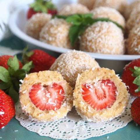 DESSERT BALLS WITH STRAWBERRY