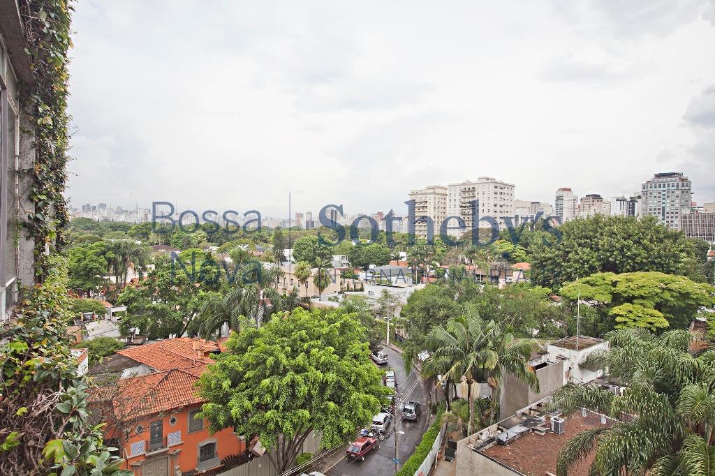 Condomínio charmoso e clássico no Jardim Europa