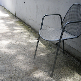 (Almost) Rocking Chair. by Marcel Cintalan - Artistic Objects Furniture ( chair, rocking, street, dangerous, three legs,  )