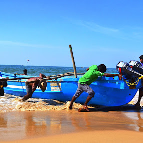 MEN AT WORK by Siddhartha Chitranshi - Transportation Boats ( goa, sea, india )