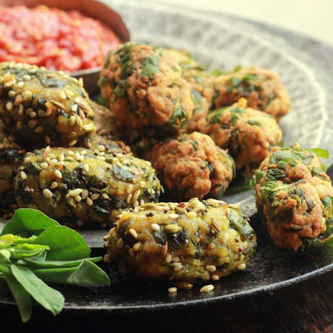 Methi Muthiya (Wheat Flour And Fenugreek Dumplings)