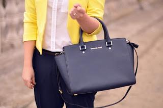 Tham khảo cách chọn túi xách đi biển hợp thời trang