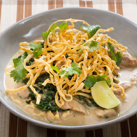 Chicken Khao Soi Soup with Yellow Curry & Crispy Wonton Noodles