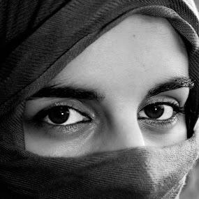 by Fábio Moniz - People Portraits of Women
