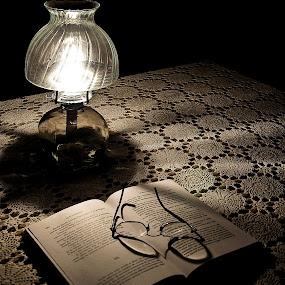 Ombre et lumière by Paul Bélair - Artistic Objects Antiques ( ombre, d90, lumière, lampe à l'huile, nikon )