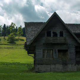 Old house by Iulia Livia - Buildings & Architecture Decaying & Abandoned