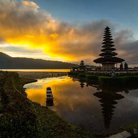 Ulun Danu Brata Temple by Bungsu Sumawijaya - Buildings & Architecture Places of Worship
