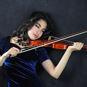 Fake Violist by Kresnata Adijaya - People Portraits of Women ( soft box, jcc, violist )