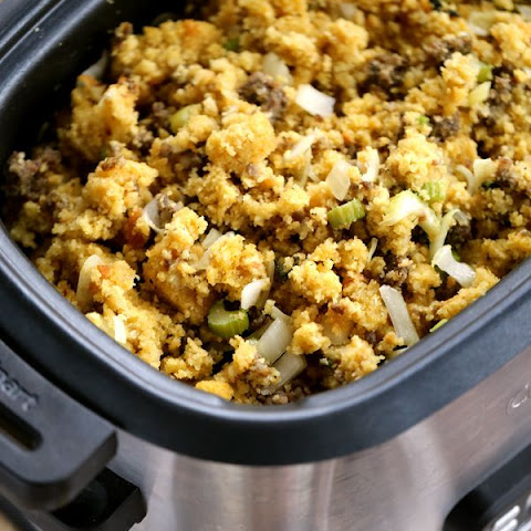 Slow Cooker Cornbread and Sausage Stuffing