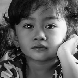 A serious Look by Christy Yulia Salim - Babies & Children Child Portraits ( children portraits, child portrait, children, cute, children photography,  )