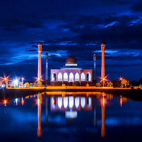by Mc Melwyn Vergado - Buildings & Architecture Places of Worship ( pwcarcreflections, night, lights )