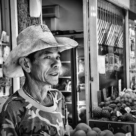 Fruit markets by Angela Taya - People Street & Candids