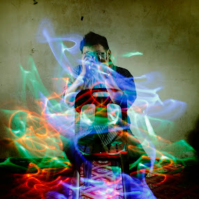 In living Colors by Shoox De LightPainter - People Fine Art ( light painting, stacks )