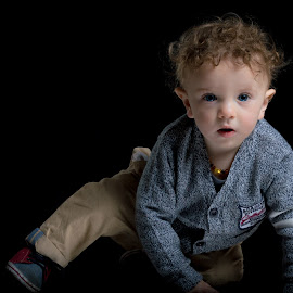 Blue eyes by Gert Rosslee - Babies & Children Child Portraits ( blue, play, smile, cute, boy, eyes )