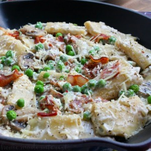 One Pot Creamy Bacon and Peas Pasta