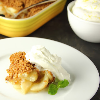 PEAR AND GINGER SNAP CRISP