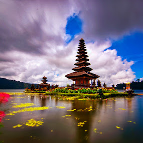 Pura Ulun Danu Beratan by TEDDY ZUSMA - Travel Locations Landmarks