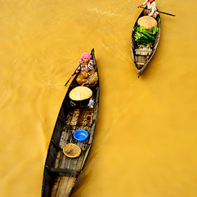 woman's boat by Goestie Rama - News & Events World Events