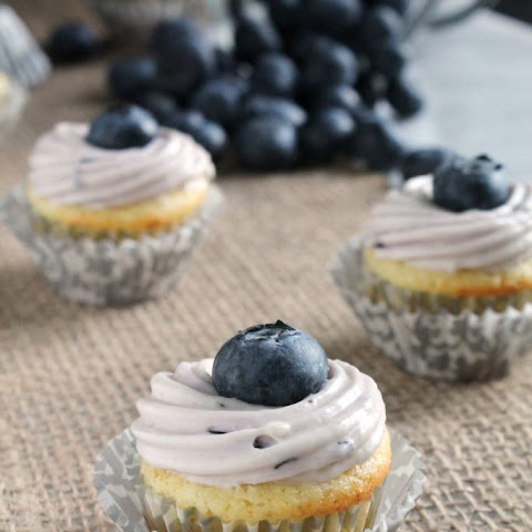 MINI LIME CUPCAKES WITH BLUEBERRY FROSTING