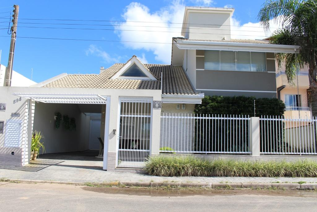 Casa com piscina e 3 dormitórios à venda, 219 m² por R$ 1.550.000 - Castelo Branco - Itapema/SC