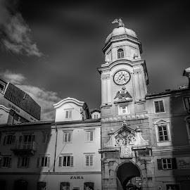 City clock by Ivica Bajčić - Black & White Buildings & Architecture ( rijeka, clock, black and white, art, croatia, architecture, city )