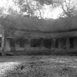 Old house by Brenda Shoemake - Buildings & Architecture Decaying & Abandoned (  )