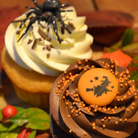 Hallowe'en cupcakes by Heather Aplin - Food & Drink Candy & Dessert